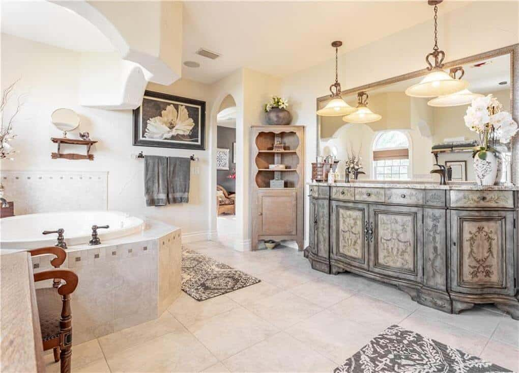 Bathroom remodeling with custom bath cabinetry